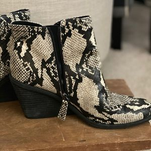 Dr. Scholl's Shoes - D Scholl snakeskin ankle boots 9.5
